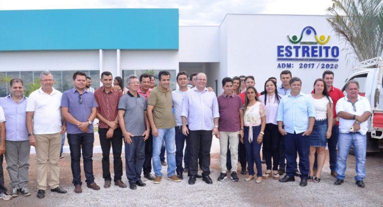 Hildo Rocha repercute, na tribuna da Câmara, a construção da Universidade de Estreito