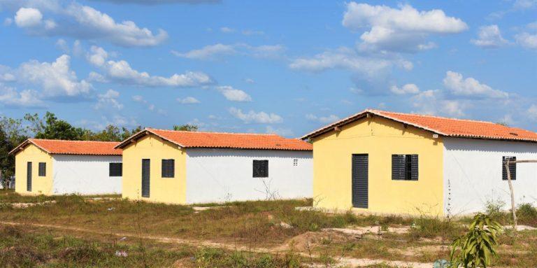 Hildo Rocha entrega casas e trator para comunidades de Presidente Vargas e Vargem Grande