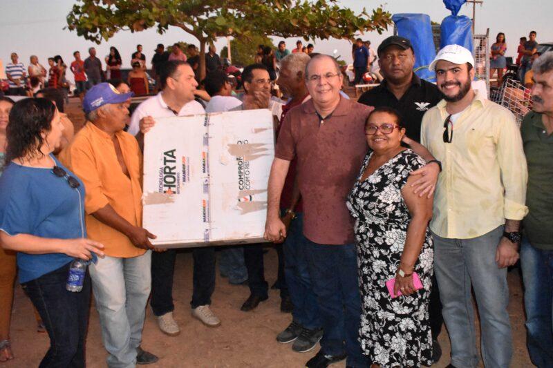Agricultores familiares e feirantes de Buriticupu recebem kits de irrigação e barracas padronizadas adquiridas com emenda de Hildo Rocha