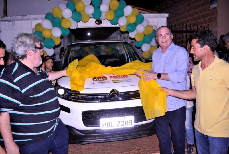 Hildo Rocha entrega carro para Assistência Social de São João do Paraíso