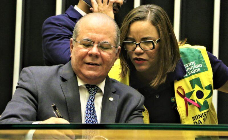 Hildo Rocha homenageia agentes de saúde e destaca suas lutas em defesa da categoria