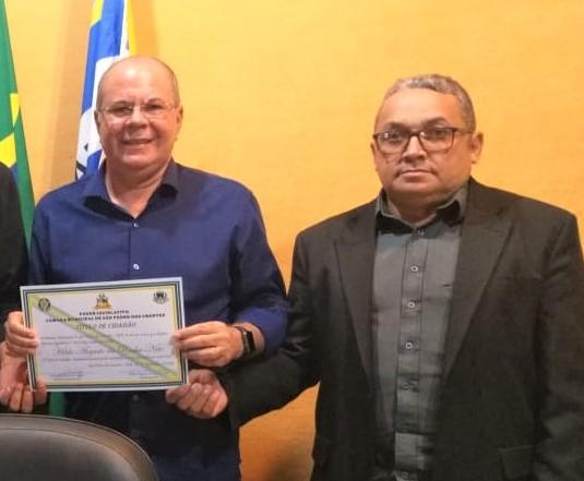 Em São Pedro dos Crentes, Hildo Rocha recebe título de cidadão e participa da inauguração do mercado municipal