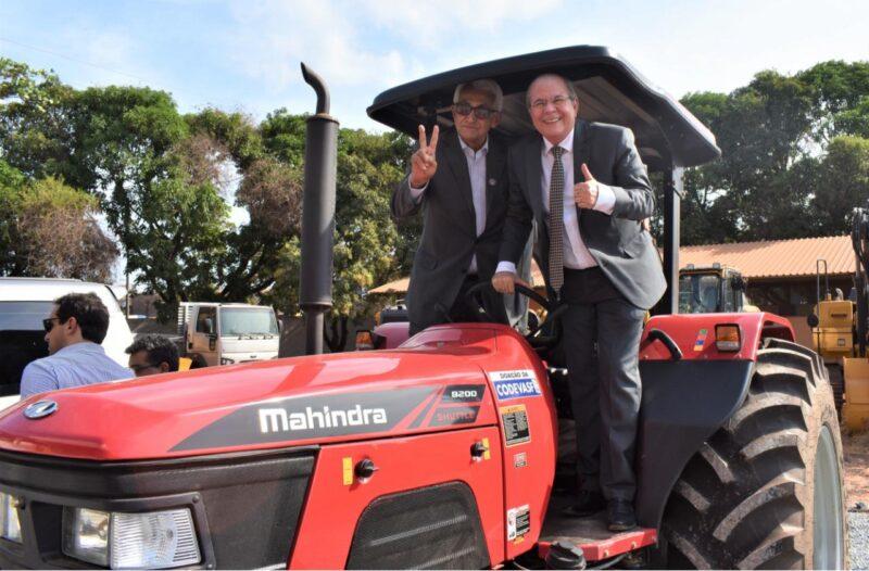 Prefeitura de Grajaú recebe máquina adquirida com emenda do deputado Hildo Rocha