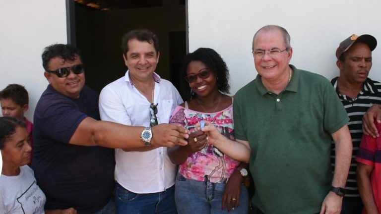 Hildo Rocha entrega casas para comunidade Quilombola em Santa Rita