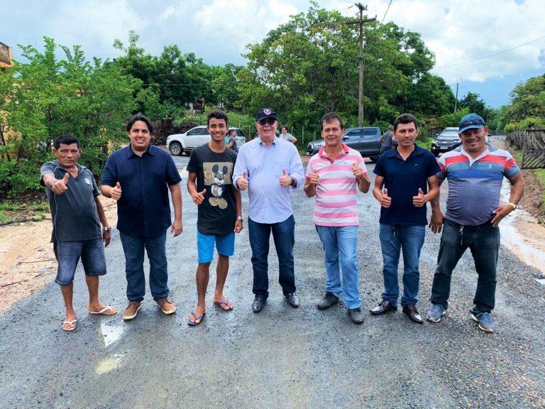 Hildo Rocha e prefeito João Igor vistoriam pavimentação asfáltica em São Bernardo