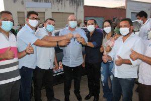 Hildo Rocha e Vagtonio Brandão entregam carros para a Saúde de Buritirana