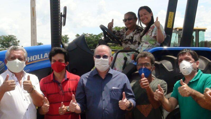 FOTO 2 %E2%80%A2 Hildo Rocha entrega patrulha mecanizada para agricultores de Amarante - Hildo Rocha entrega patrulha mecanizada para agricultores de Amarante - minuto barra