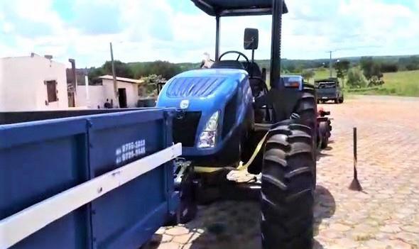 FOTO 4 %E2%80%A2 Hildo Rocha entrega patrulha mecanizada para agricultores de Amarante - Hildo Rocha entrega patrulha mecanizada para agricultores de Amarante - minuto barra