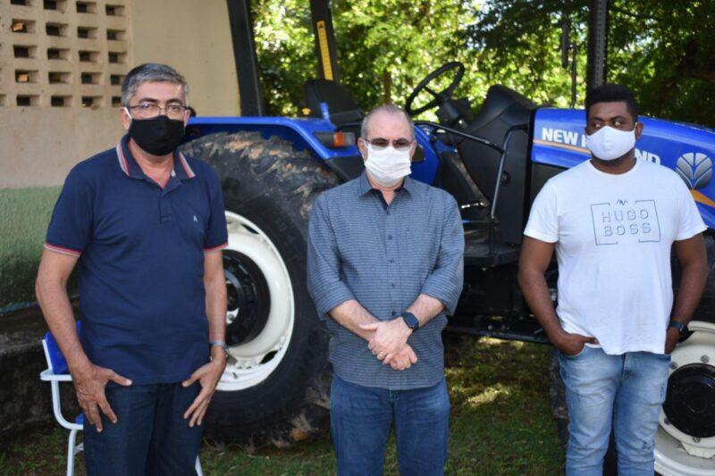 FOTO 2 %E2%80%A2 Hildo Rocha entrega patrulha mecanizada para agricultores de Miranda do Norte - Hildo Rocha entrega patrulha mecanizada para agricultores de Miranda do Norte - minuto barra