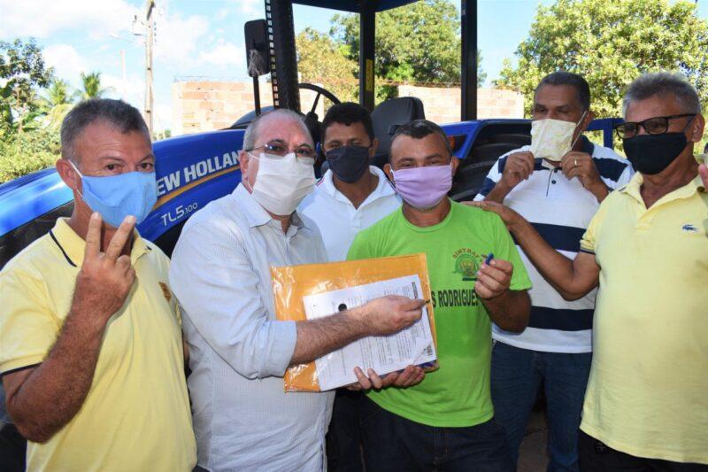 Hildo Rocha e C%C3%A9sar Pires entregam patrulha agr%C3%ADcola ao Sintraf de Lago dos Rodrigues 5 - Hildo Rocha e César Pires entregam patrulha agrícola ao Sintraf de Lago dos Rodrigues