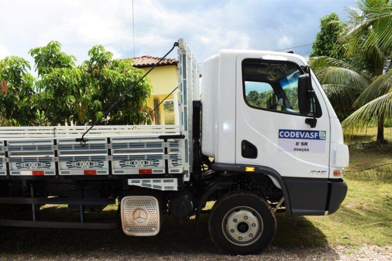 Produtores de Mata Roma s%C3%A3o beneficiados com caminh%C3%A3o viabilizado por Hildo Rocha 4 - Deputado Hildo Rocha entrega caminhão 0km para moradores de Mata Roma - minuto barra