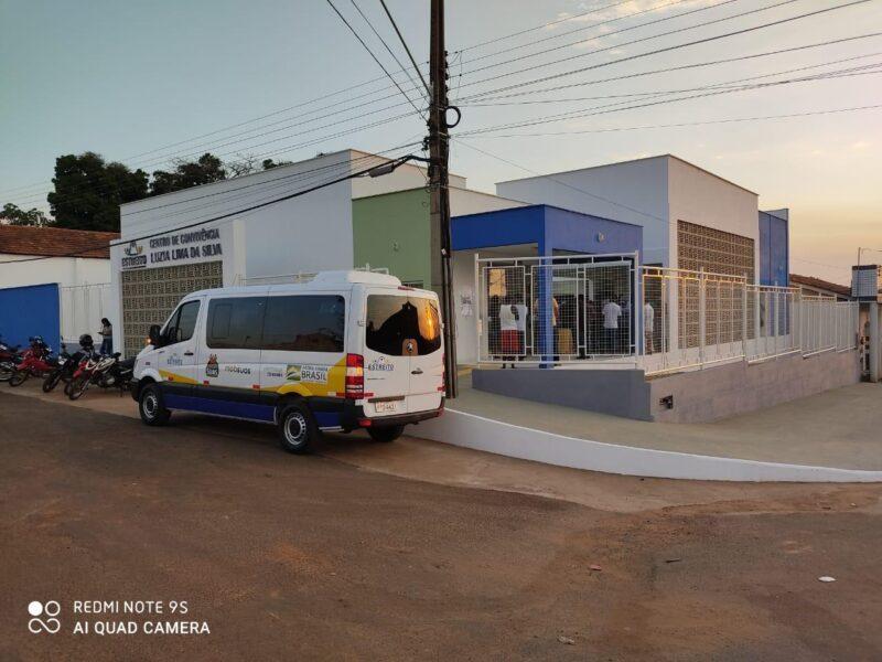 FOTO 3 9 - Hildo Rocha e Cicin inauguram moderno Centro de Convivência e entregam Van para Assistência Social de Estreito - minuto barra