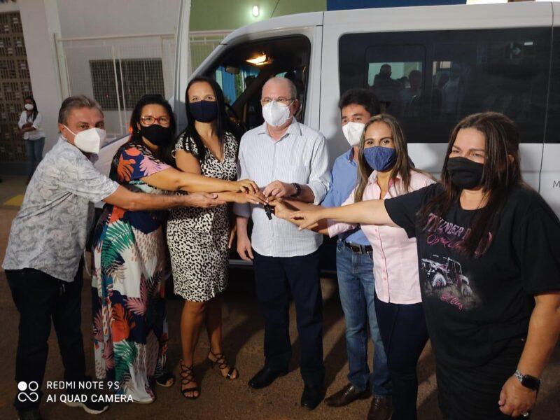 FOTO 4 8 - Hildo Rocha e Cicin inauguram moderno Centro de Convivência e entregam Van para Assistência Social de Estreito - minuto barra