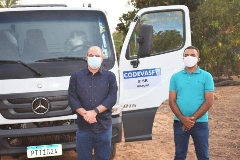 Hildo Rocha entrega caminh%C3%A3o para agricultores do povoado Bom Sossego em Fortuna 2 - Hildo Rocha entrega caminhão para agricultores do povoado Bom Sossego, em Fortuna