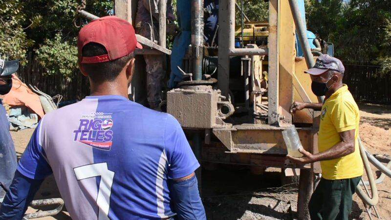 FOTO 3 1 - Hildo Rocha vistoria construção de sistema de abastecimento de água em Jenipapo dos Vieiras