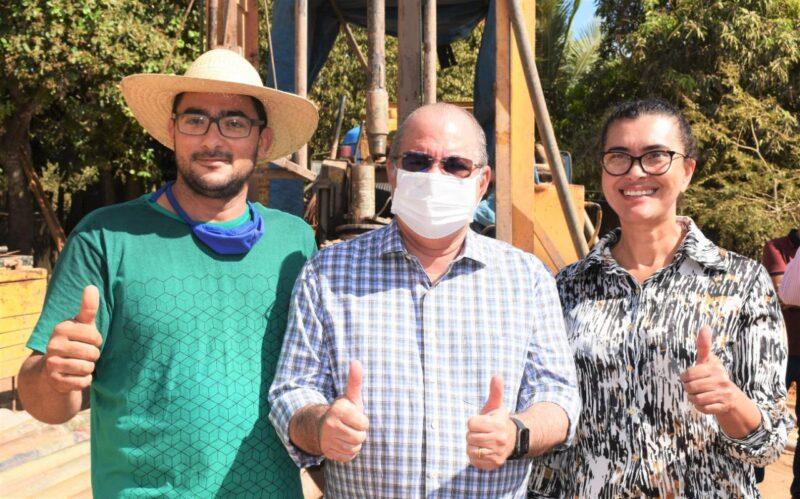 FOTO 6 - Hildo Rocha vistoria construção de sistema de abastecimento de água em Jenipapo dos Vieiras