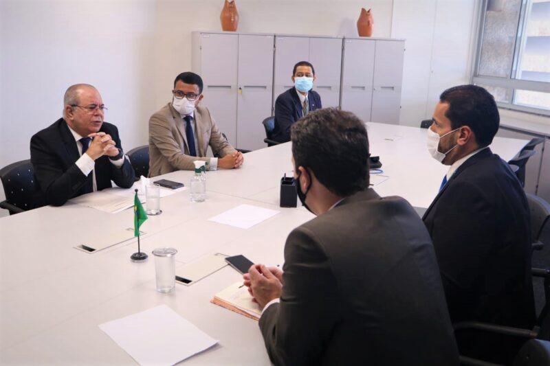 Deputado Hildo Rocha reunido com diretores da Caixa Econômica Federal, em Brasília