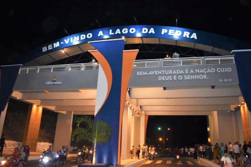 FOTO 2 1 - Hildo Rocha participa de maratona de inaugurações, em Lago da Pedra