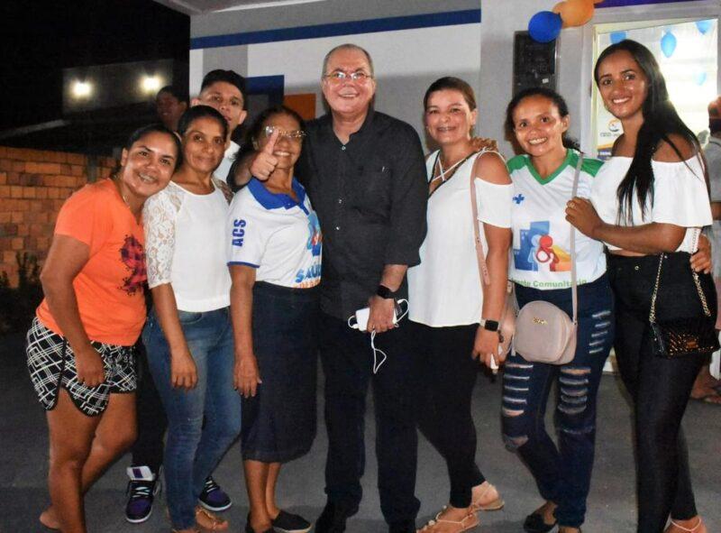 Agentes de Saúde de Lago da Pedra, que também participaram das inaugurações, aproveitaram para agradecer ao deputado Hildo Rocha pelas ações que o parlamentar realiza em prol da melhoria das condições de trabalho da categoria.