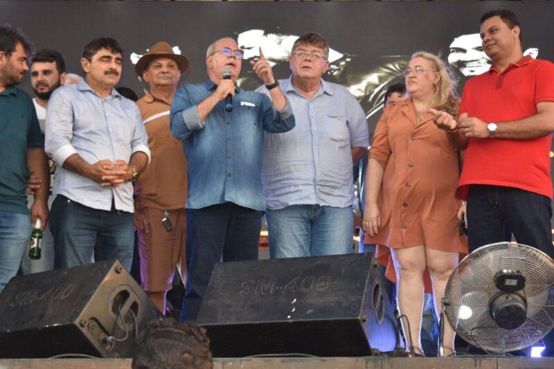 Em evento alusivo aos 69 anos de Sao Domingos... 2 - Em evento alusivo aos 69 anos de emancipação de São Domingos, Hildo Rocha anuncia benefícios ao município