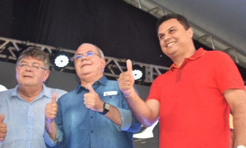 Em evento alusivo aos 69 anos de Sao Domingos... 4 - Em evento alusivo aos 69 anos de emancipação de São Domingos, Hildo Rocha anuncia benefícios ao município